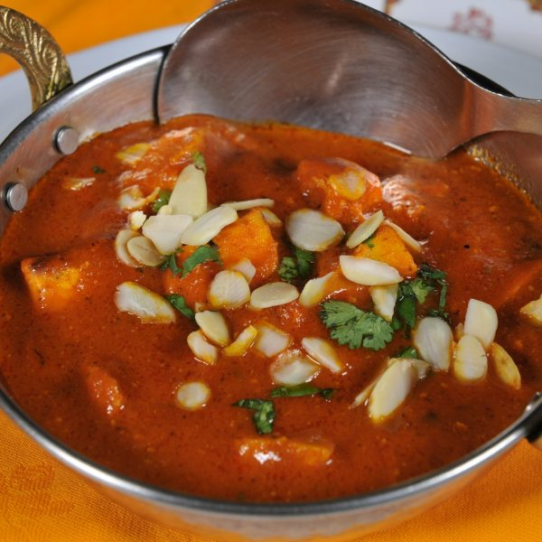 Chicken Makhani (Pollo cotto in Tandoor e coperto con salsa alle spezie)