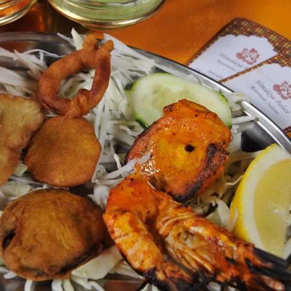 Mix Himalaya Antipasto Fish *(Gamberi Tandoori*, Pesce spada*, Samosa, Pakora)