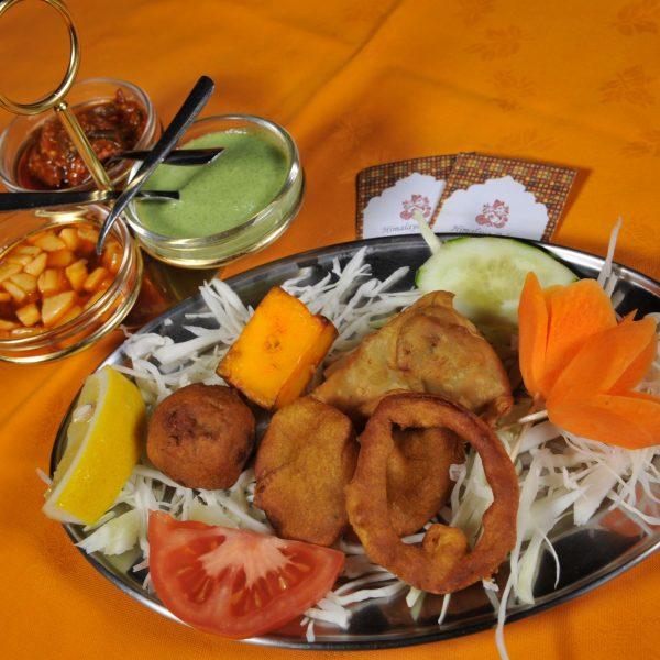 Mix Himalaya Antipasto Veg (Samosa, Paneer tikka, Pakora, Aloo bonda)