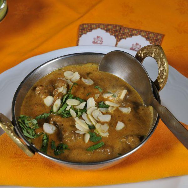 Mutton Korma (Agnello con salsa di yoghurt e mandorle)