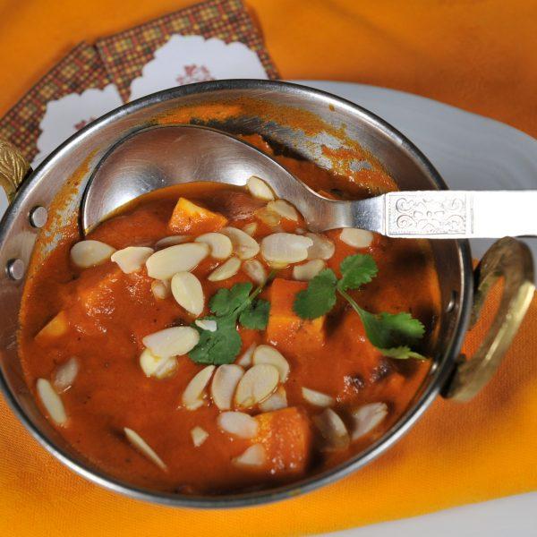 Paneer Makhani (Formaggio cotto in Tandoor servito in salsa alle spezie e erbe)