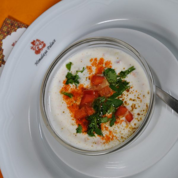 Raita (Yoghurt con verdure crude e spezie)
